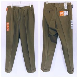 Dockers Mens NWT Khaki Pleated Slacks 30/30